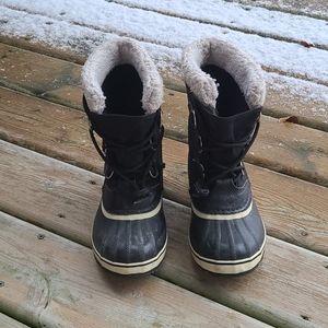 Sorel boys winter boots in size 4